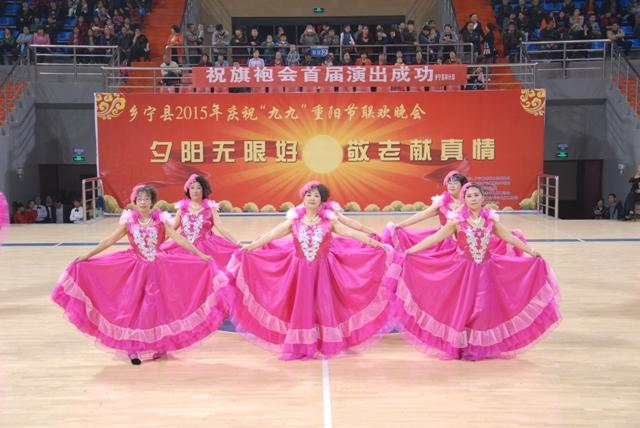 艺的丁学军表演萨克斯独奏《回家》和独唱《父亲》;80名乡宁县旗袍图片